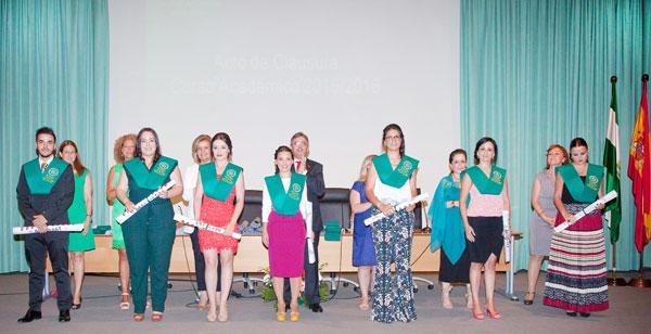 Algunos de los estudiantes graduados de la IV promoción del Grado en Relaciones Laborales y Recursos Humanos.