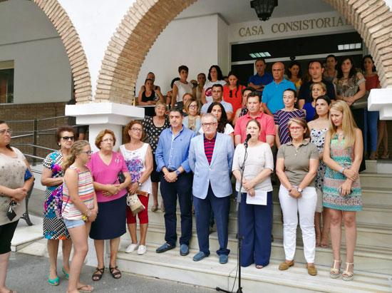 Miinuto de silencio en el Ayuntamiento de Lepe en memoria de la última mujer asesinada.