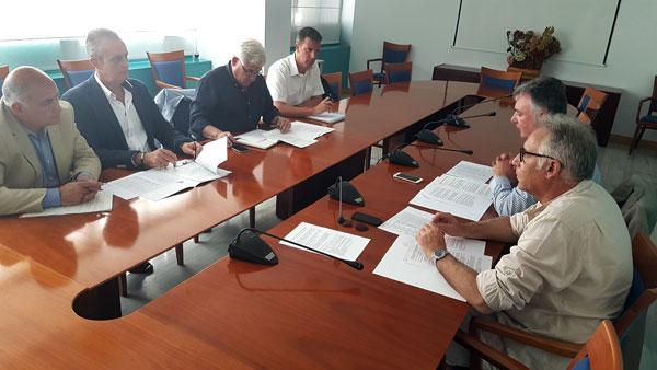 Imagen de la reunión de representantes de la Junta de Andalucía con AIQB.