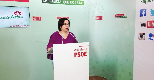 La secretaria general del PSOE de Palos de la Frontera y portavoz del Grupo Municipal, Pastora López, en rueda de prensa.