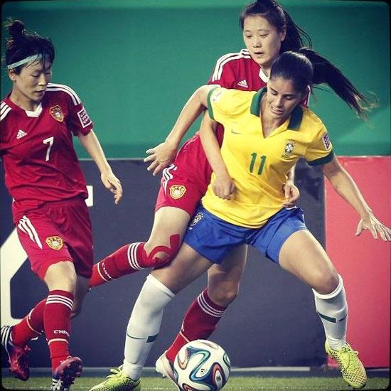 Patrícia da Silva Sochor durante un encuentro con la Selección Brasileña.