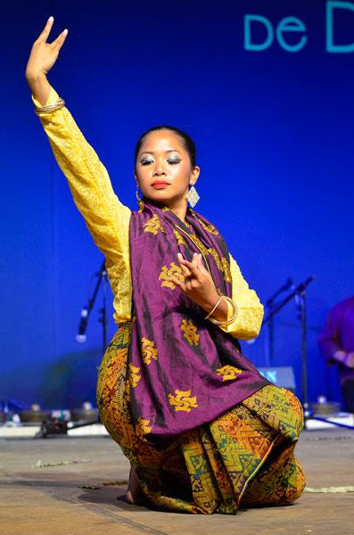 Imagen de una bailarina filipina.