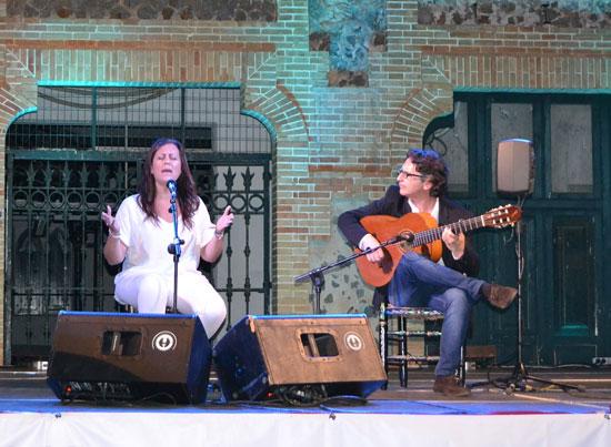 Rocío C. Vargas Cozar en la actuación de la Bienal.