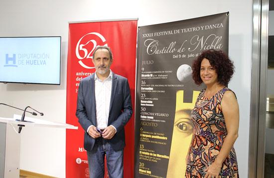 Domingo Domínguez junto a Laura de la Uz en la presentación de las actividades.