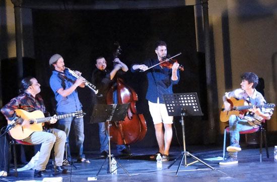 Stringville Quintet durante su actuación.