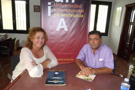 En la foto la vicerrectora del Campus, Yolanda Pelayo junto al director del curso, Radhi Mami.