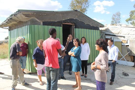 Visita realizada la semana pasada al asentamiento chabolista ubicado en la zona de Las Metas por las concejalas de Políticas Sociales e Igualdad y Participación Ciudadana, Alicia Narciso y María José Pulido.