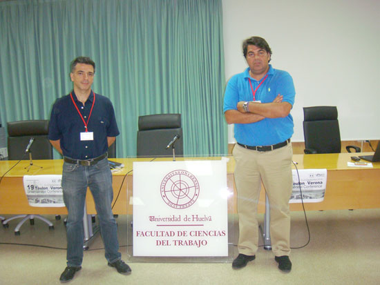 Francisco Álvarez Caballero y Enrique Parrilla durante la sesión de hoy.