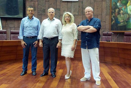 Imagen de la visita de Ignacio Caraballo y Lourdes Garido al Cabildo.