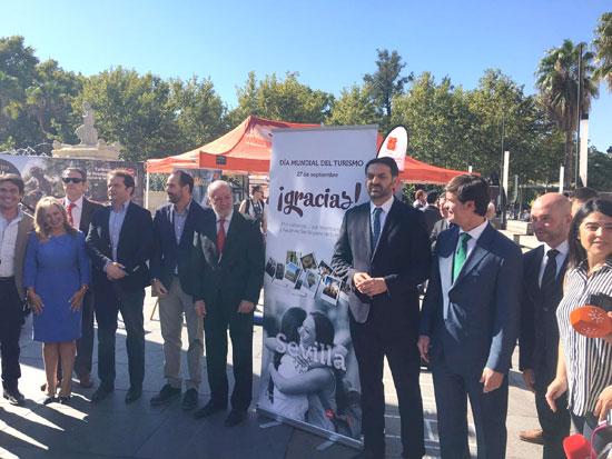 El consejero de Turismo y Deporte, Francisco Javier Fernández, presidió el acto de ayer en Sevilla con motivo del Día Mundial del Turismo.