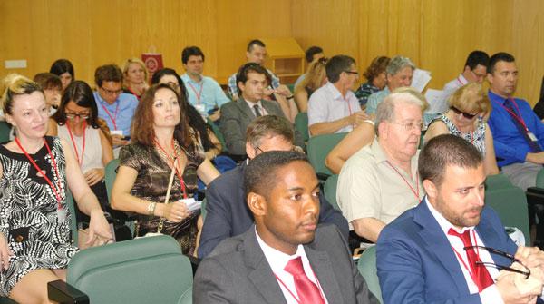 Público asistente en la jornada de ayer a la 19th Toulon-Verona Conference.
