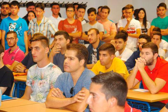 Imagen de los estudiantes durante uno de los actos de bienvenida.