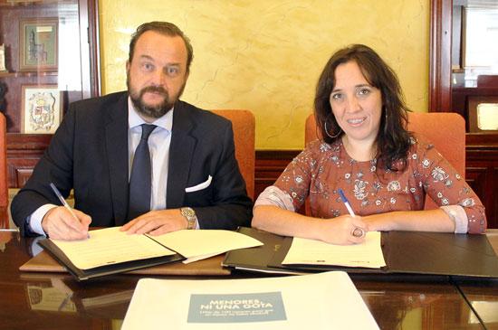 Bosco Torremocha y Alicia Narciso durante la firma del convenio.