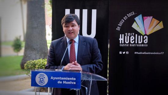 Gabriel Cruz durante su intervención en el acto.