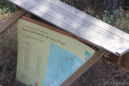 El cartel indica la localización de caminos en Los Pinos.