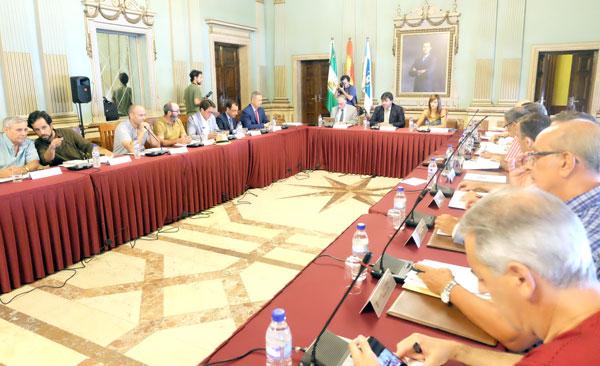 Imagen de una sesión plenaria en el Ayuntamiento de Huelva.