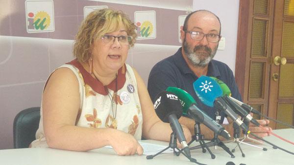 Mónica Rossi junto a Pedro Jiménez en rueda de prensa.