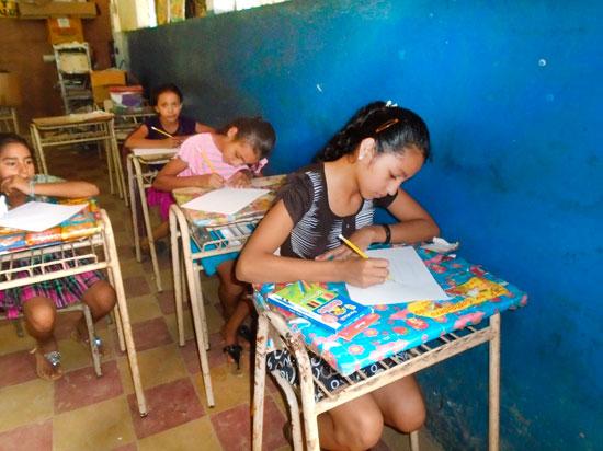 Imagen de chicas en la escuela.