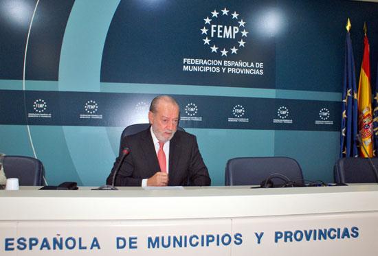 El presidente de la FAMP, Fernando Rodríguez Villalobos, en rueda de prensa.