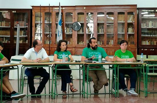 Diferentes representantes educativos durante la asamblea.