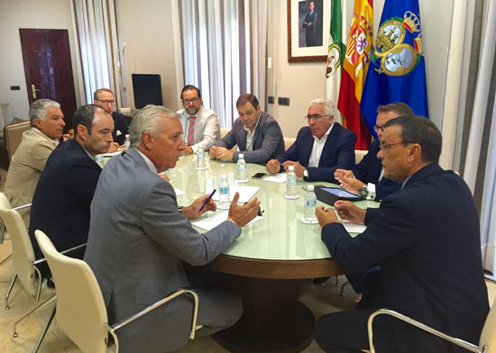 Imagen de la reunión entre representantes de la Diputación de Huelva con el Círculo Empresarial de Turismo.