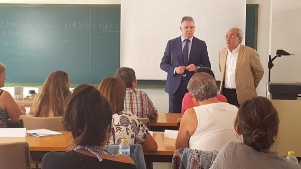 Uno de los cursos impartidos ha sido clausurado hoy por el delegado del Gobierno de la Junta de Andalucía en Huelva, Francisco José Romero, y el director general de Coordinación de Políticas Migratorias, Luis Vargas.