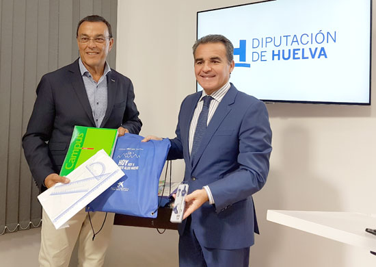 Ignacio Caraballo y Rafael Herrador muestran uno de los kits.