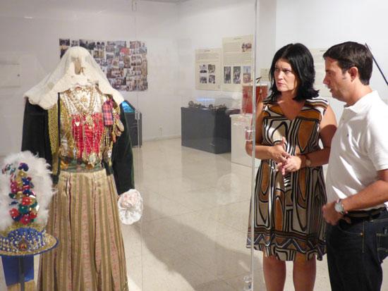 El Museo de Huelva acoge estos días una exposición dedicada a El Cerro de Andévalo, que esta mañana ha sido visitada por la delegada territorial de Cultura, Turismo y Deporte de la Junta de Andalucía, Carmen Solana, y por el alcalde de la localidad, Pedro Romero.