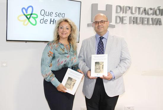 La diputada de Cultura, Lourdes Garrido, junto al autor del libro Juan Bautista Quintero Cartes.