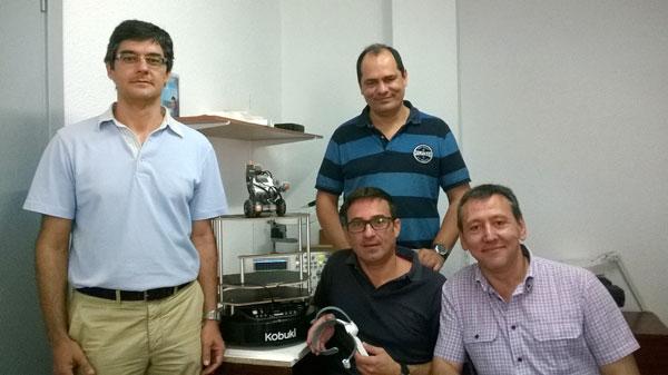 Los profesores Rafael López de Ahumada, Fernando Gómez, Raúl Jiménez y Juan Antonio Gómez, que pertenecen al Departamento de Ingeniería Electrónica, Sistemas Informáticos y Automática.