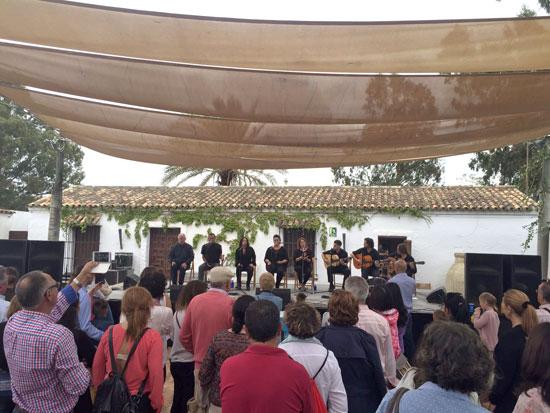 Actuación de la Asociación Cultural La Cavaera.