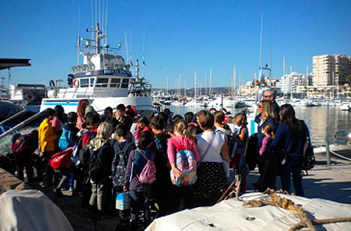 Imagen de una de las visitas a un puerto andaluz.