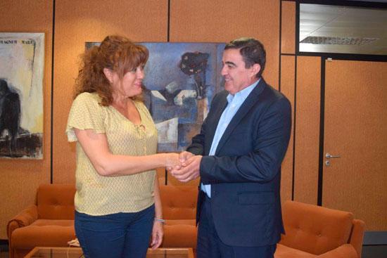 Dolores Ruiz y Vicente Zarza tras la firma del convenio.
