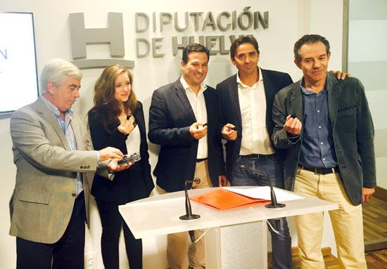 El diputado de Agricultura, Ezequiel Ruíz, y el presidente de Freshuelva, Alberto Garrocho, han dado a conocer los detalles de la participación del sector onubense en la feria.