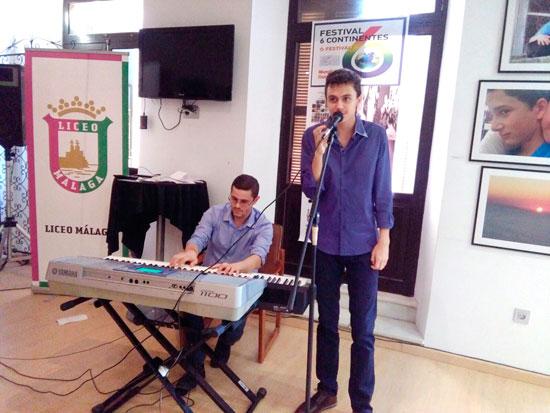 Actuación de Roberto el pasado 30 de septiembre en la inauguración de una exposición internacional de pintura en Málaga.