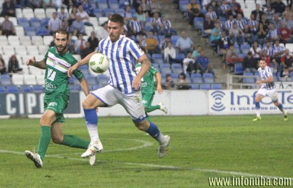 Iván Aguilar durante un encuentro entre el Recreativo de Huelva y el Atlético Mancha Real.
