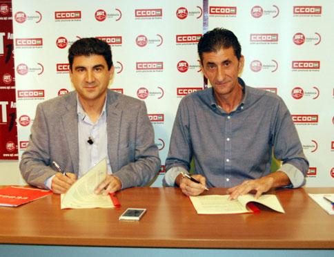 Emilio Fernández y Sebastián Donaire durante la firma del acuerdo.