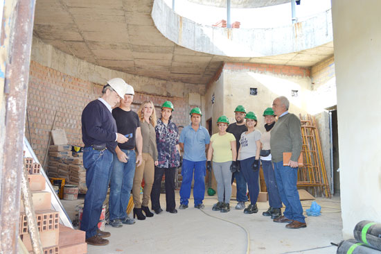 Imagen de la visita a las obras del kiosco-bar.