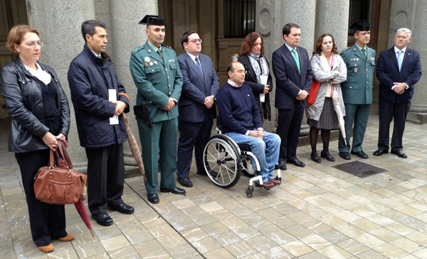 Acto de recuerdo a las víctimas de accidentes de tráfico en la Subdelegación del Gobierno en Huelva.