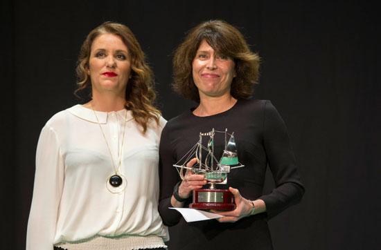 """Eva Garrido con la Carabela de Plata del Premio del Público por """"Esteban""""."""