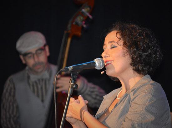 Lola Botello durante la actuación.
