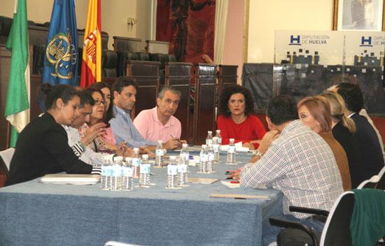 Imagen de la reunión técnica con los alcaldes y representantes de los municipios integrados en la estrategia.