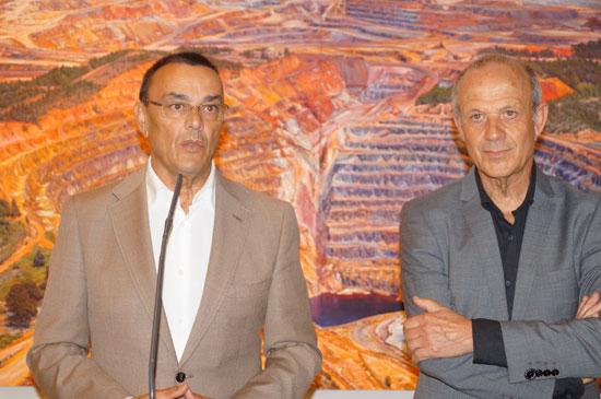 Ignacio Caraballo acompañado por Manuel Banda durante la presentación de la obra.