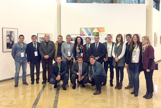 Imagen de las diferentes autoridades en la firma del pacto.