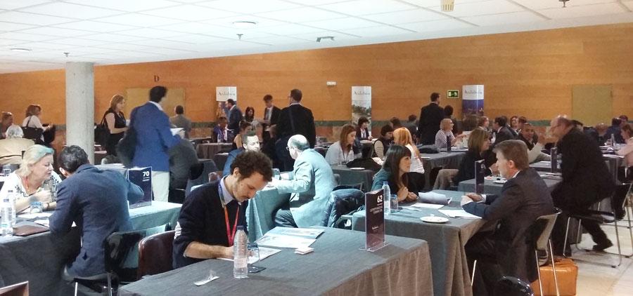 Imagen de encuentro comerciales entre operadores en el I Foro Internacional de Turismo Cultural de Andalucía