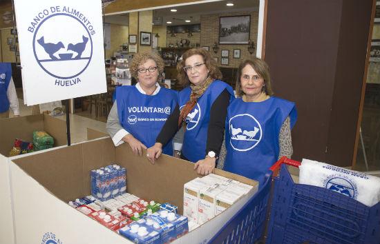 Voluntarias durante la recogida de alimentos.