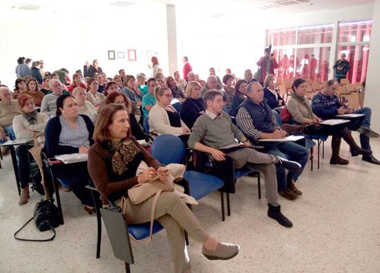 Imagen de asistentes a un encuentro sobre Alzheimer.