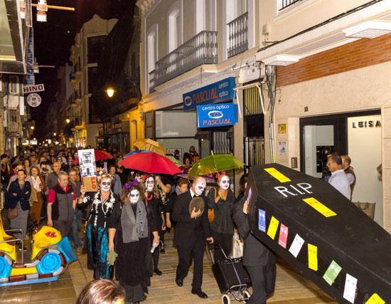Imagen de la actividad durante su recorrido por la Calle Concepción.