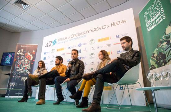 Imagen de los creadores participantes en el encuentro.