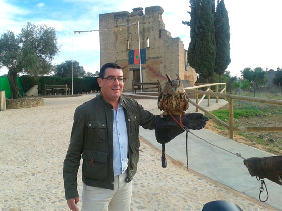 Manuel Domínguez en una actividad de cetrería.